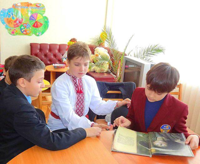 Бібліотека імені В. Нестайка для дітей