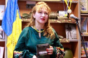 Презентація книжки Олени Іськової-Миклащук «Світло на дні бліндажа» – ЦРБ імені Достоєвського